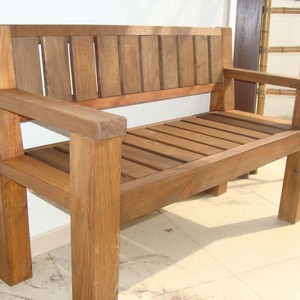 Banco de madeira rústico